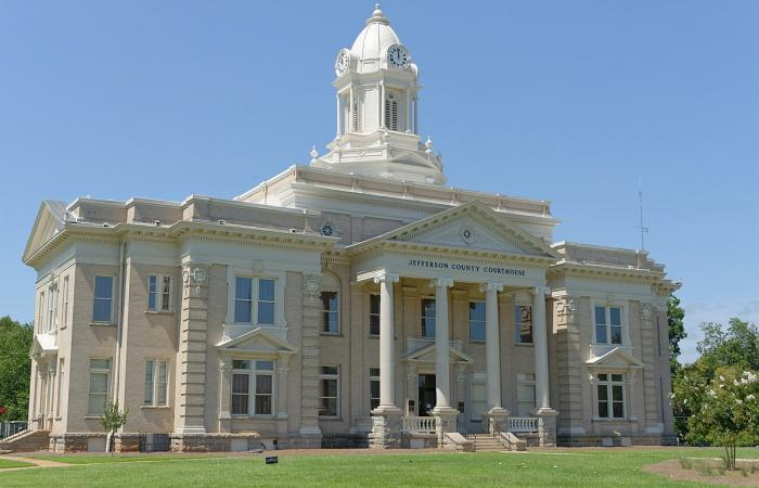 The courthouse building in Jefferson County
